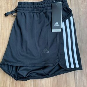adidas Women's Design 2 Move Knit Shorts. Size XL